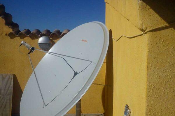 Famaval 1.95m satellite dish installation